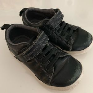 6.5 Stride Rite black sneakers